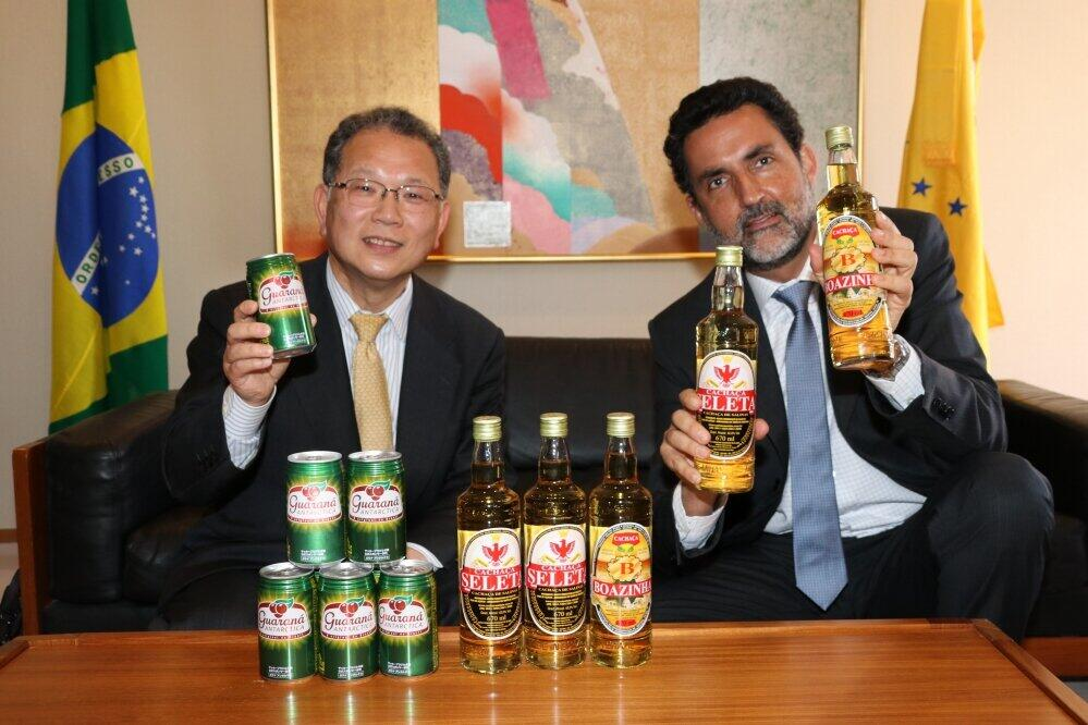 知ってる!?「ガラナ・アンタルチカ」 今年で発売100周年、なぜ日本に? ブラジル大使と荒井商事社長に聞いた