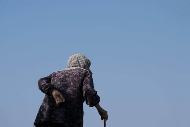 孤独死は「独居老人」だけじゃない! 50代までの現役世代が40%を占める現実(鷲尾香一)