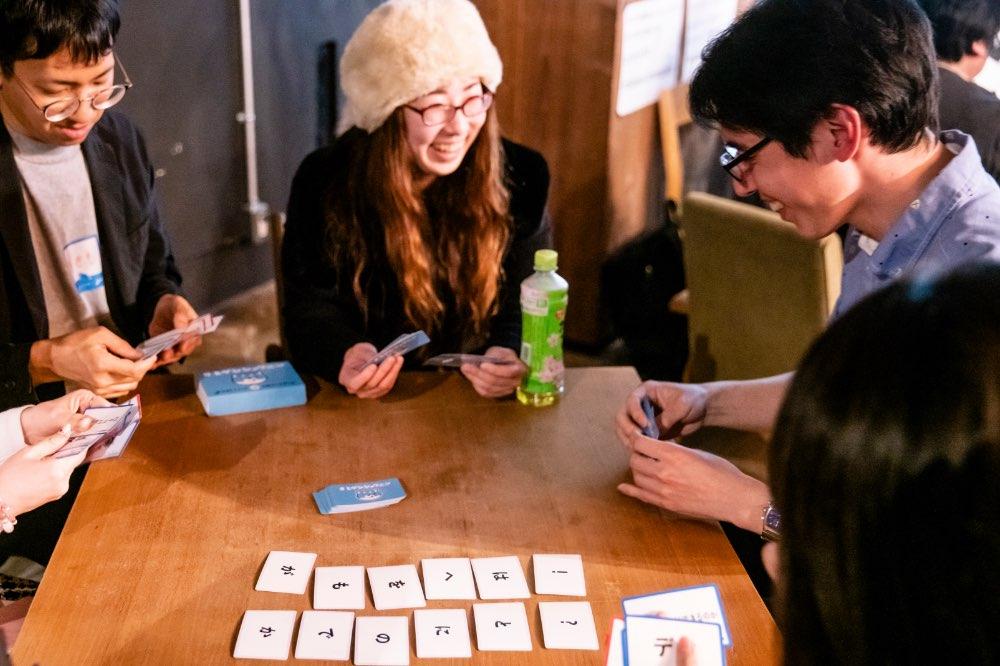 手札を見ながら、会話も盛り上がります!