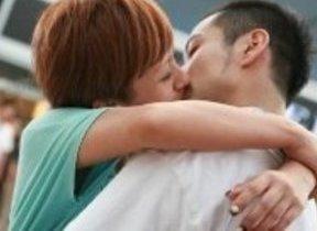 クロレッツ、25組のキス・ダンス 「ユーチューブ」で配信中