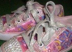 【L.A発】東京ディズニーでも注目の的 キラかわ「スケッチャーズ」靴