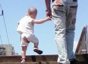 【北京発】スーパーの売り場で子どもが放尿 「股われズボン」下はすっぽんぽん