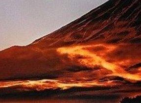 富士山に真っ赤な「ドラゴン」浮かぶ 「奇跡の1枚」誕生までをたどった写真集