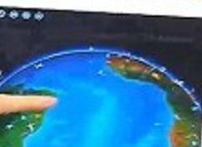 「UFOが動き出す」仕掛けもある  触れてびっくりイギリス絵本アプリ