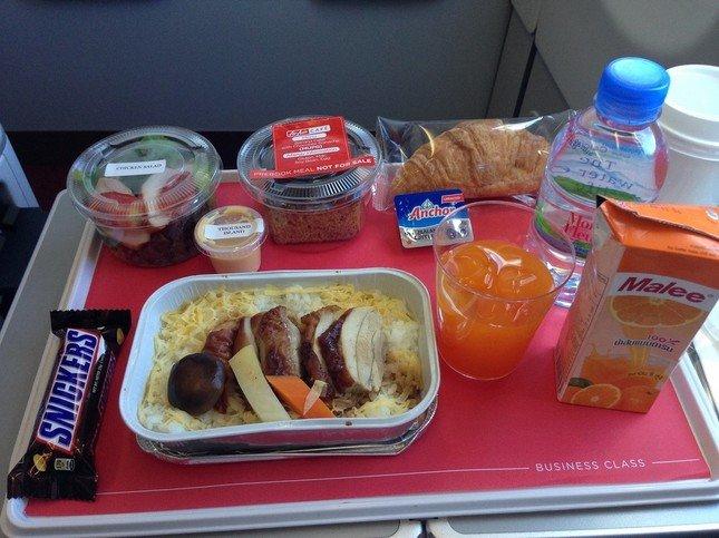 機内食1回サービス。数種類の中から選ぶことができる