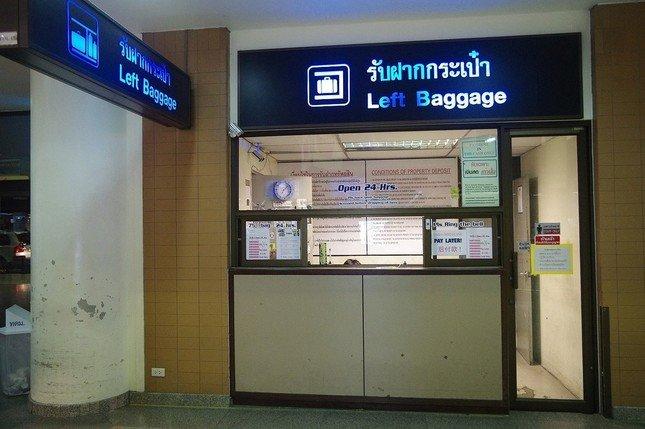 ドンムアン空港の荷物預かり所。1個75バーツで24時間