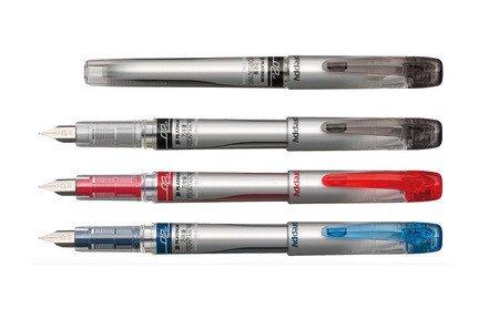 インクの色はブラック、ブルーブラック、レッドの三色