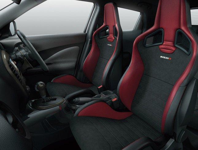 ドライビングに集中できる最適な環境を提供するNISMO専用レカロ製スポーツシート