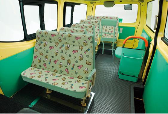 より子どもたちの安全に配慮した幼稚園バス