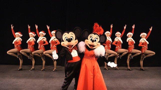 ミッキー、ミニーとダンサーら(c)Disney