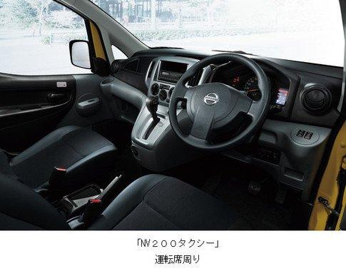 運転席は視界が広くヘッドスペースも余裕たっぷり