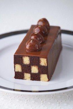 新年にふさわしい、おめでたい市松模様のケーキ