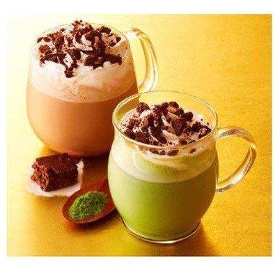 スプーンを使う飲み方が新しい「ブラウニーモカ」「ブラウニー抹茶ホワイトモカ」