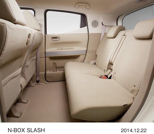 N-BOX SLASH G・Aパッケージ(FF、インテリア:ベージュ、リア席)