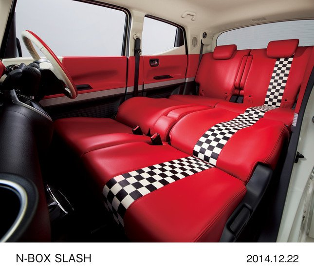 N-BOX SLASH X(FF、インテリアカラーパッケージ:ダイナースタイル)