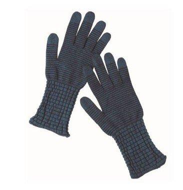 スマホ操作ができ手指を乾燥から守るシルク手袋