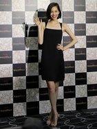 水原希子が「ガール」を卒業 女度アップに取り入れたレディなアイテム 資生堂「マキアージュ」新作発表会