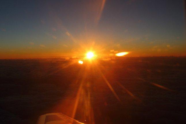 「日本一早いご来光」に機内では歓声があがっていた