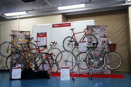 さまざまな自転車が集まる