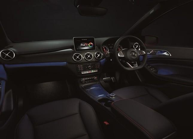 メルセデス最多となる12色のアンビエントライトを採用