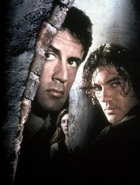 スタローンとバンデラスが共演「暗殺者」
