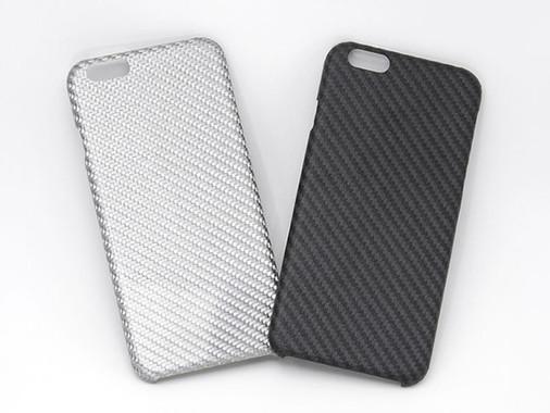 ブラックはケブラー、シルバーはグラスファイバーを素材に採用