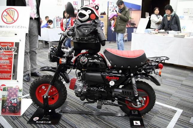ホンダの小型バイク「モンキー・くまモン バージョン」