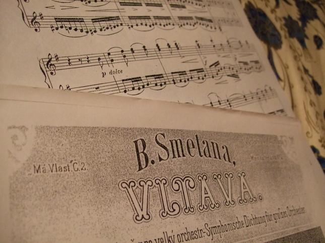 ヴルタヴァの表紙と有名な旋律