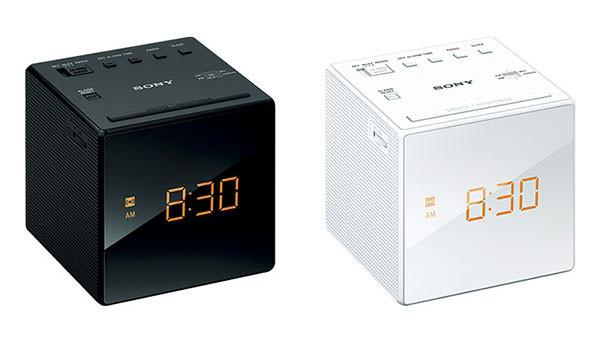 明るさを3段階調節可能、見やすいデジタル時計つき