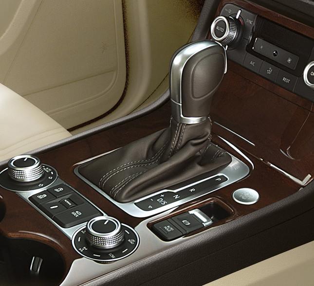 8速オートマチックトランスミッション(アップグレードパッケージ、オプション装着車:コンフォートパッケージ)