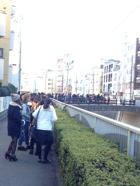 高田馬場「レッドロック」の行列(2015年1月撮影)