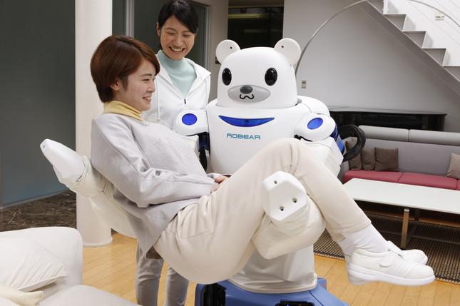 ロボットのクマだからROBEAR(写真提供:理化学研究所)