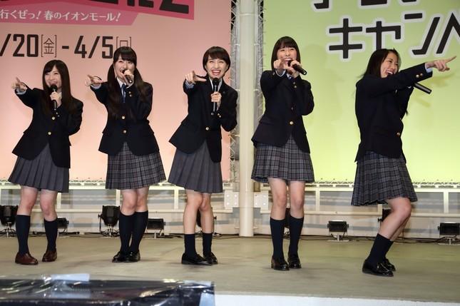 「ももクロ」の5人が幕張で「イオン愛」をぶちまけた。左から有安杏果さん、佐々木彩夏さん、百田夏菜子さん、玉井詩織さん、高城れにさん
