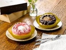 ホイップクリーム&ストロベリー(左)と、チョコクリーム&アーモンド