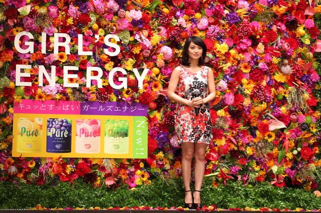 発表会には約100種類の花を壁状に彩った「フラワーウォール」がお目見えした