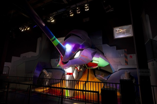 高さ約9メートル、幅約16メートルの実物大立体胸像