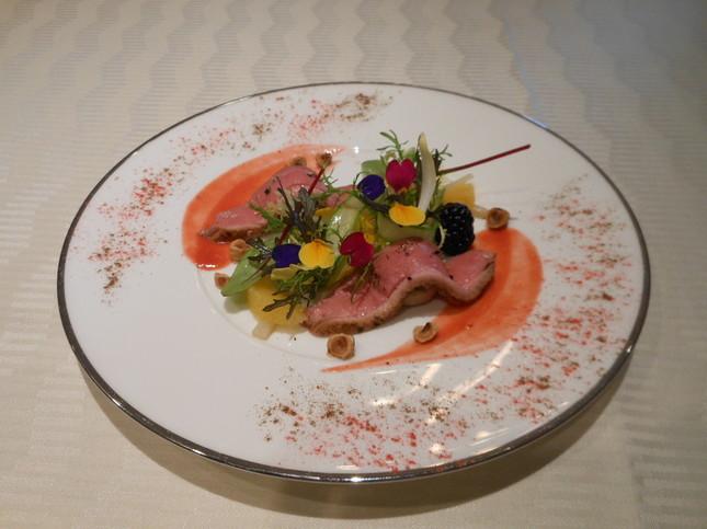 ホテルミラコスタのランチ「低温ローストにした鴨胸肉と白レバーのリエット サラダ仕立て ベリーソース」