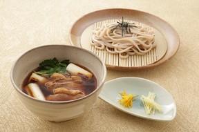 素朴な麺と風味豊かな鴨肉