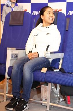 新シートの座り心地に満足そうな高梨沙羅選手
