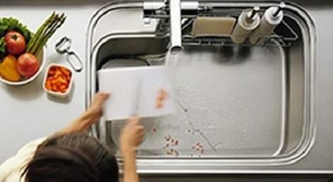 シンク底面に手前から排水口に伸びる新発想の水路「流レール」を採用(写真はイメージ)