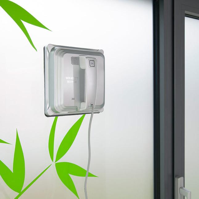 除窗户外,表面坚硬光滑的墙面、门也可使用