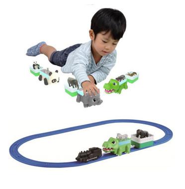 トミカ、プラレールと組み合わせれば遊びの広がりが生まれる
