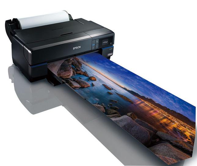 キャンバス地など17インチロール紙対応、プロやハイアマチュア向けプリンター