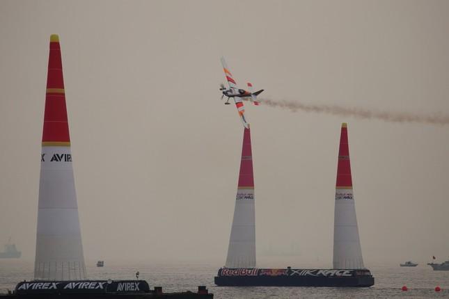 「エアレース」では高さ25メートルのパイロンの間を通過しながらタイムを競う