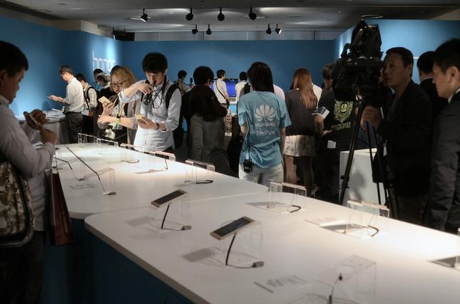 記者発表後に「タッチ&トライ」の会場が設けられた