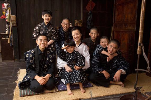 兵隊に召集された7人の息子たちの帰りを待つ母親の物語