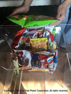 中にもお菓子を詰め合わせた方が喜びも倍増