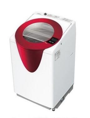 洗濯槽が手前に傾くので、衣類の出し入れがしやすい!(写真は、「スラッシュ AQW‐GT800」パッションレッド)