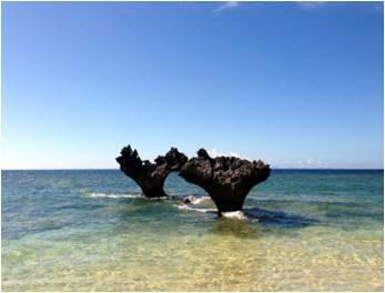 ドラえもん35ビーチ、ハート型の岩(イメージ)