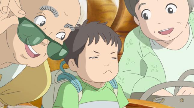 3世代6人家族の夏の旅行の様子が描かれる